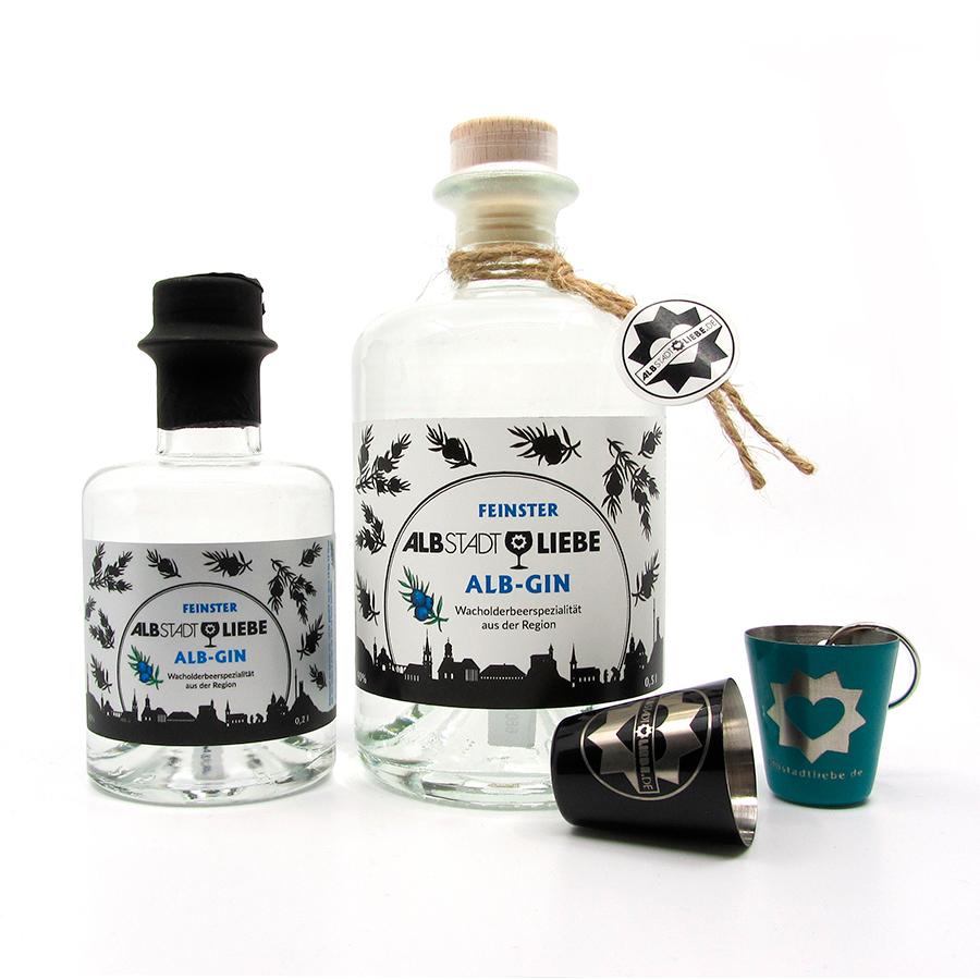 Zwei Flaschen Alb-Gin mit Schnapsbecherle